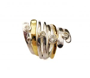 Interlocking rings with diamonds