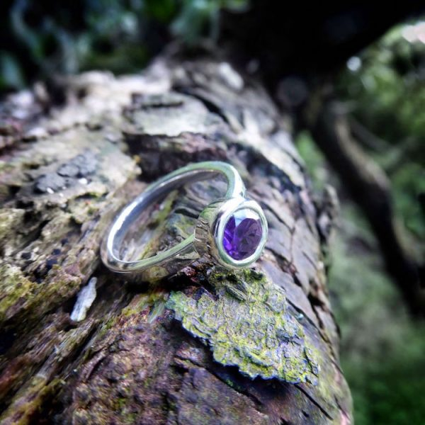 Gaia collection. Amethyst 6mm circular ring