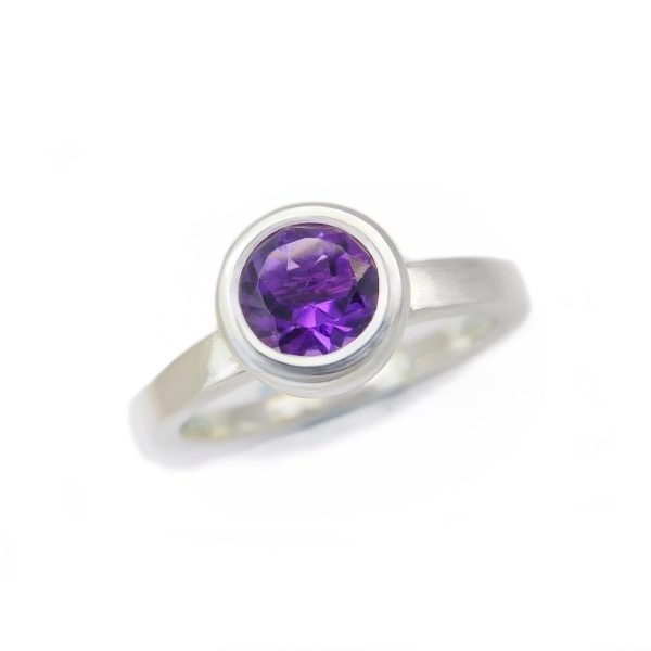 Gaia collection. Amethyst circular silver ring