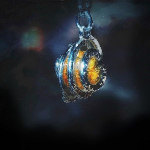 Golden citrine surrounded by spiral