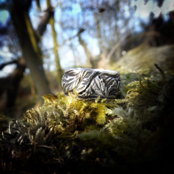 Hand engraved ring with sculptured leaf pattern
